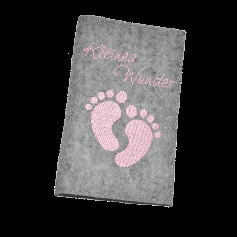 Mutterkindpasshuelle kleine fuesschen rosa filz